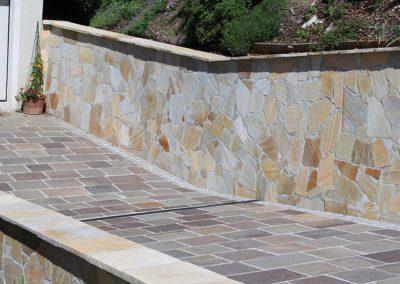 Quarzit Polygonalplatten und Porphyr Bodenplatten