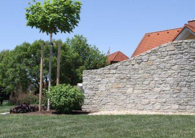 Natursteinmauer Gneis